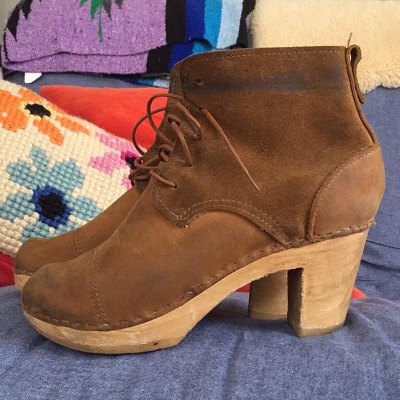 6b92a5c2de252 Bryr Shoes - Bryr tan suede lace-up clog booties